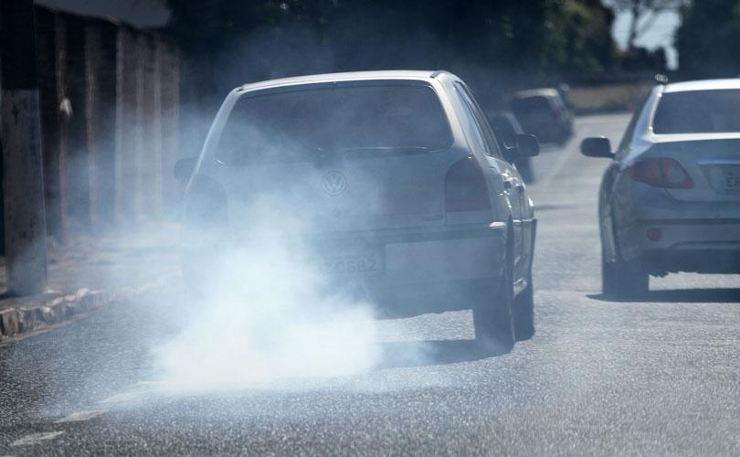 Seu carro está soltando fumaça, saiba como identificar o problema.