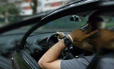 Pilotar falando ao celular